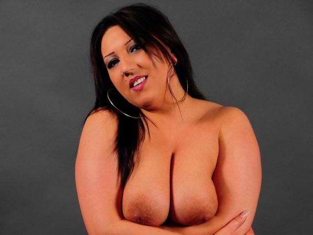 sexy Flittchen mit prallen Brüsten